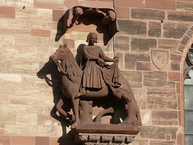 Hl. Martin teilt seinen Mantel. Skulptur am Basler Münster von 1340. Foto: Jacob Burckhardt / CC BY-SA 3.0