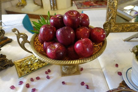 Apples on the festive Newroz table. Photo: KW.