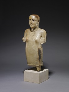 Grabstatuette einer Frau. Marib (Saba), 3. - 1. Jh. v. Chr. Kalzit-Alabaster, Obsidian. The British Museum, London. Foto: ©The Trustees of the British Museum.
