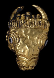 Beschlag in Form eines Stierkopfes. Südarabien, Gold, Achat. The British Museum, London. Foto: ©The Trustees of the British Museum.
