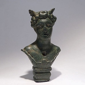No. 2. Bronze weight in the form of a bust of Mercury. Height 9,2 cm. Roman Gaul, 2nd-3rd century A.D. Estimate: 2,250-3,000 euros.