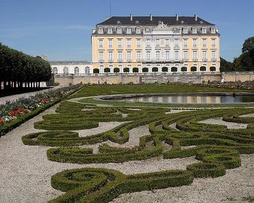 Schloss Augustusburg, Südseite mit Gartenparterre. Foto: Thomas Robbin / Wikimedia Commons / CC BY-SA 3.0