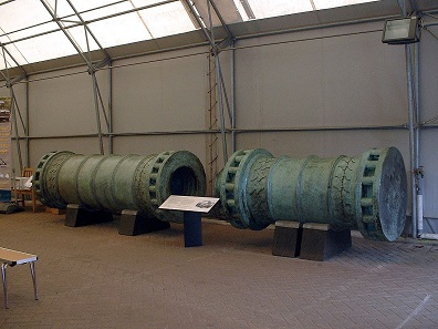 Turkish cannon from the middle of the 15th century. It is the largest and heaviest preserved artillery piece of its time. That's what the cannons of Urban, used to fire at Constantinople, must have looked like. Today it is at the Royal Armouries at Fort Nelson, Portsmouth. Photo: Gaius Cornelius. No copy right limitations.