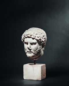 A Roman marble portrait head of the Emperor Hadrian (reigned 117-138 AD). Estimate: 75,000 EUR.