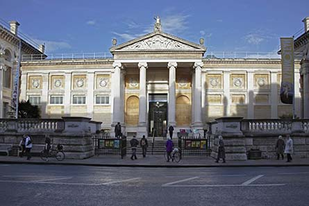 The new entrance of the renovated museum is still the old one. Photo: ©Ashmolean Museum.