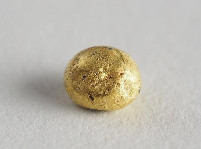 Schmelze Ada Tepe, späte Bronzezeit, 2. Hälfte 2. Jt. v. Chr. Kardazali, Regionales Historisches Museum. Gold; Dm. 0,4 x 0,3 cm, Gew. 0,6 g. Inv.-Nr. 13326. © Krassimir Georgiev, NAIM.