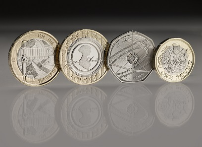 In the photo on the left the reverse of the aviation coin: Great Britain / 2 GBP / Inner: Cupro-Nickel; Outer: Nickel-brass / 12.00g / 28.40mm / Design: Jody Clark (obverse), Tangerine Design (reverse).