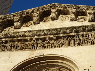 The cathedral with fantastic Romanesque reliefs. Photo: KW.