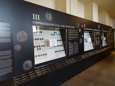 A look at the comprehensive coin exhibition. Photo: KW.