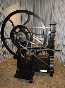 One of the historical minting machines of the Royal Mint, on display in the new exhibition. Photo: Roberto Ganganelli.