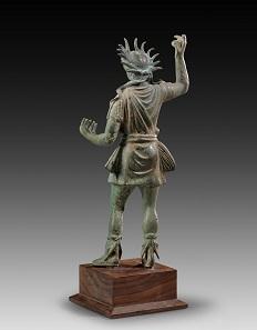 Nr. 151: Helios. Römische Kaiserzeit, 2. / 3. Jh. n. Chr. Bronzehohlguss, H. 31 cm. Schöne grüne Patina mit Vergoldungsresten. Aus Sammlung Shlomo Moussaieff, seit 1948, Israel. Schätzung: 80.000,- Euro.