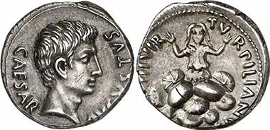 Augustus, 27 v. Chr. - 14 n. Chr. Denar, 19 v. Chr., Rom. Münzmeister P. Petronius Turpilianus. Rv. TVRPILIANVS III VIR Tarpeia unter Berg von Schilden. RIC 299. Aus Auktion Giessener Münzhandlung 180 (2009), 347.