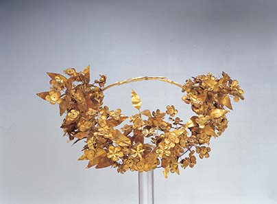 The Queen's wreath from the so-called tomb of Philipp II. Gold, ca. 310 BC, diameter 26 cm. - This gold myrtle wreath is amongst the most precious objects found in the antechamber of the so-called tomb of Philipp II. It is associated with his wife, Meda. Photo: © Hellenic Ministry of Culture and Tourism - Archaeological Receipts Fund.