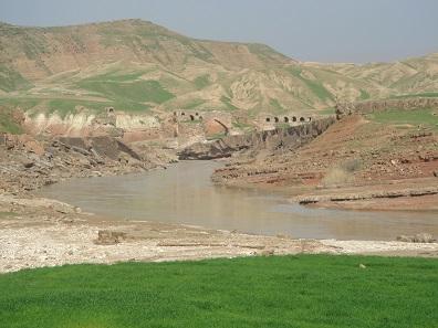 Sassanidische Brücke bei Gavmischan, Provinz Ilam, Westiran, 2007. © Barbara Helwing.