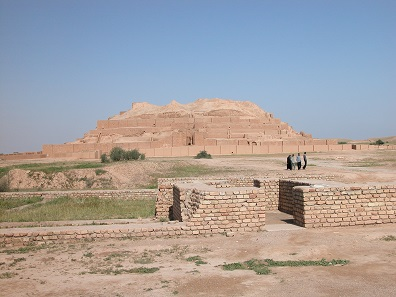 Eine der UNESCO-Weltkulturerbestätten des Iran: Die Ziqqurat von Tschogha Zanbil, mittel-elamisch, 13. Jh. v. Chr. Provinz Khuzestan, Südwestiran. © Barbara Helwing.