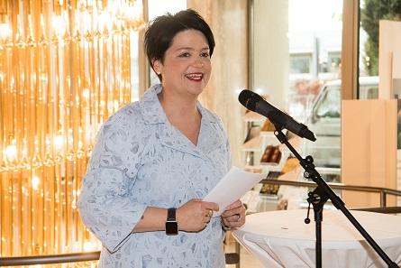 Marianne Rapp Ohmann begrüsste die zahlreichen Besucher am Öffentlichen Empfang.