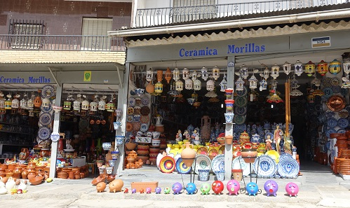 Ceramics from Purullena is sold all over Spain. For a higher price than in Purullena. Photo: KW.