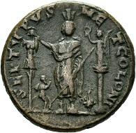 Tyros. Caracalla. AE. Rv. Astarte zwischen einem Siegesmal und einer kleinen Nike-Statue stehend. 209-217 n. Chr. Foto: © Staatliche Museen zu Berlin, Münzkabinett.