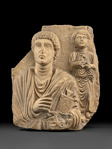 Grabrelief eines Geschwisterpaares, dargestellt sind der junge Yarhai und seine Schwester Moainat. 2. Hälfte des 2. Jh. n. Chr. Foto: © Staatliche Museen zu Berlin, Skulpturensammlung und Museum für Byzantinische Kunst / Antje Voigt.