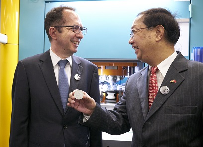 Together with Chinese Ambassador Shi Mingde, Dr. Norbert Riedel, official representative of the German government, is pleased with the German commemorative striking.