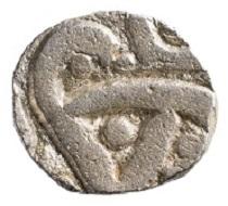 Ein Silberstück zu 1/2 Karshapana (um 400 v. Chr.) dokumentiert die frühe indische Münzprägung.