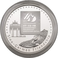 Obverse: The logo of the 45th anniversary; in the background the Brandenburg Gate and the Great Wall of China, below 'Sino-German Friendship'.