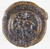 Bronze 2-nummus piece of the Heraclian Revolt, 610. From the Peter Donald Collection. Photo: Princeton University Numismatic Collection, Department of Rare Books and Special Collections, Princeton University Library.