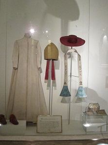 The stola, pontifical sandals, and hat of Saint Charles Borromeo. Photo: UK.