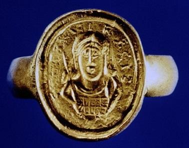 """Kopie eines verschollenen Siegelrings mit dem Bildnis Childerichs und Aufschrift CHILDIRICI REGIS (""""[Besitz] des rex Childerich""""). Foto: Gallica / Wikipedia."""