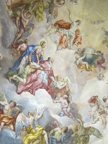 Deckengemälde der Karlskirche in Wien. Dargestellt ist der hl. Karl Borromäus in der Mitte im roten Kardinalsgewand. Hinter ihm die Jungfrau Maria, ihn ihrem Sohn, Gottvater und dem hl. Geist empfehlend. Foto: UK.