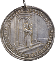 Luther schlägt die Thesen an die Schlosskirche in Wittenberg / Gekrönte Ecclesia Augustana, 1717, Medaille von Ph. H. Müller, Silber.