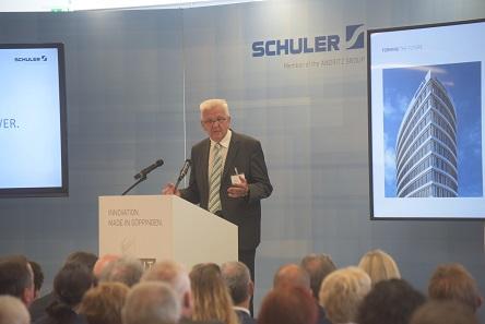 Baden-Württembergs Ministerpräsident Winfried Kretschmann bei der feierlichen Eröffnung der neuen Konzernzentrale.