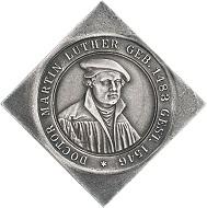 Nürnberg. Klippenförmige Silbermedaille 1917 von L. Chr. Lauer auf die 400-Jahrfeier der Reformation. Schätzung: 300 Euro. Aus Auktion Künker 297 (27. September 2017), Nr. 3631. – Von diesem Stück wurden lediglich 10 Exemplare in Silber geprägt.