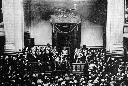 König Karl II. schwört am 8. Juni 1930 seinen Eid vor dem rumänischen Parlament.