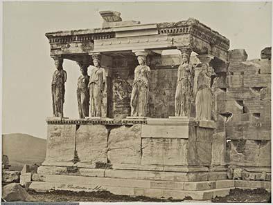 Karyatidenhalle des Erechtheion, Akropolis, Athen, um 1889, Foto: D. Konstantinou. Reiss-Engelhorn-Museen, Mannheim.