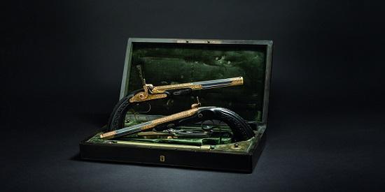 Paar vergoldeter Luxus-Perkussionspistolen im Kasten von Le Page Moutier. Taxe: 12.000 Euro.