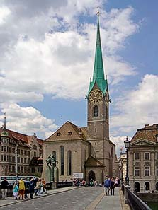 Abb.1: Blick von der Münsterbrücke aus auf das Fraumünster. Foto: Sidonius / Wikipedia