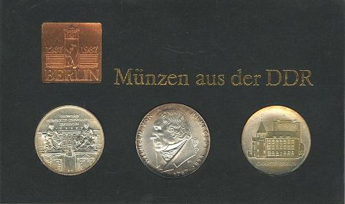 Los 813: DDR, Themensatz 750 Jahre Berlin: 20 M Humboldt, 10 M Humboldt Uni, Charité. Ausruf: 80 Euro. Zuschlag: 1.600 Euro.