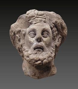 Kaiser Commodus als Herkules: Reste einer Statue, die 1843 in Köngen gefunden wurde und heute im Alten Schloss in Stuttgart zu sehen ist. Landesmuseum Württemberg, Foto: Hendrik Zwietasch.
