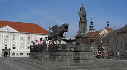Der Lindwurmbrunnen in Klagenfurt. Foto: Franzfoto / Wikipedia.