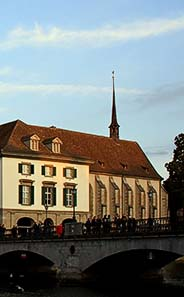 Abb. 3: Blick von der Münsterbrücke auf die Wasserkirche. Ausschnitt aus Abb. 2.