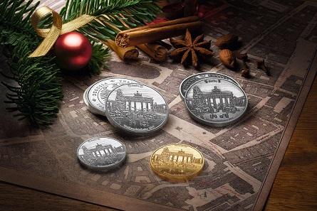 Die Degussa Weihnachtsthaler 2017 in Gold und Silber.