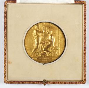 The genuine Mommsen medal in Marbach. Photo: Chris Korner/DLA Marbach.