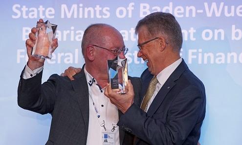 Der IACA Excellence in Currency Award für die Beste Innovation im Bereich Münztechnologie 2017 geht an die Staatlichen Münzen Baden-Württemberg und das Bayerische Hauptmünzamt.