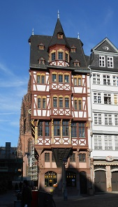 "The house called ""Zum Wechsel"" at the Römer, residence of a mintmaster in the 15th century and a currency exchange office up until the present day."