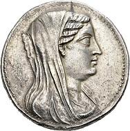 58 - Ptolemaier in Ägypten. Berenike, Gattin von Ptolemaios III., 246-222 v. Chr. Attische Pentekaidekadrachme, Alexandria(?). Unzirkuliert. Schätzung: 25.000 CHF. Zuschlag: 50.000 CHF.
