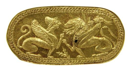 Auch griechische Fabelwesen fanden Einzug in die Bildwelt der Etrusker. – Goldring mit Darstellung von Chimaira und Sphinx. Fundort unbekannt; 6. Jh. v. Chr. ©Archäologisches Museum Frankfurt.