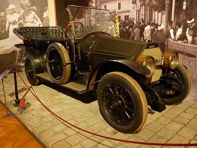 Auch der Wagen des Sarajevo-Attentats auf Erzherzog Franz Ferdinand und seine Frau Sophie Chotek am 28. Juni 1914 ist im HGM Wien ausgestellt. Foto: Stefan97 / CC-BY-SA 4.0