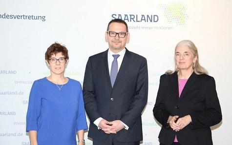 Von links nach rechts: Vorsitzende des Stiftungsrates Ministerpräsidentin Annegret Kramp-Karrenbauer, Generalsekretär Prof. Dr. Markus Hilgert, Ministerin für Kultur und Wissenschaft Isabel Pfeiffer-Poensgen.