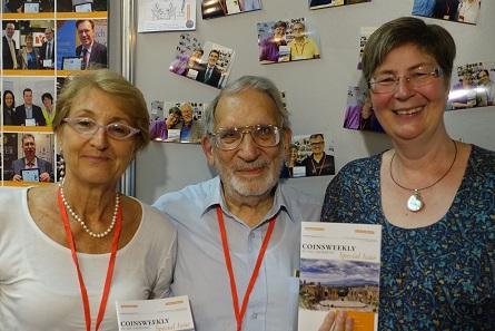 Auch Theodore Buttrey gehörte zu den Lesern der MünzenWoche. Wir trafen ihn zuletzt 2015 im Rahmen des Internationalen Numismatischen Kongresses in Taormina. Er posierte für die Fotowand der MünzenWoche hier zusammen mit Lucia Travaini. Foto: Björn Schöpe.